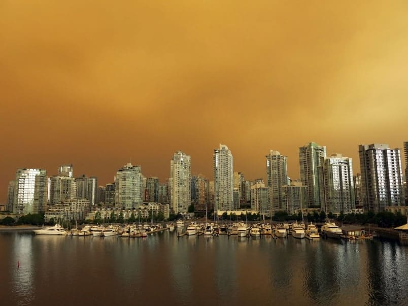 Is it safe to look at the sun when it's obscure by all that heavy smoke?